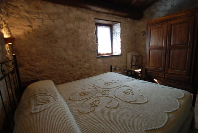 Pareti In Pietra Camere Da Letto: Parete in pietra camera da letto ...