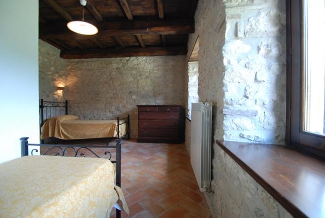 Camere - Camera da letto con travi in legno ...